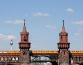 Oberbaumbruecke_mit_U-Bahn Von Sarah Jane at Flickr - Flickr, CC BY 2.0